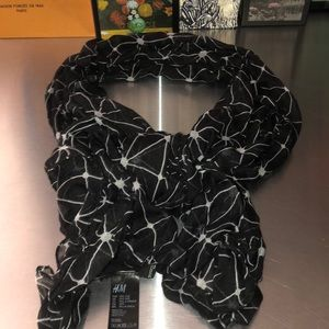 H&M black n white scarf